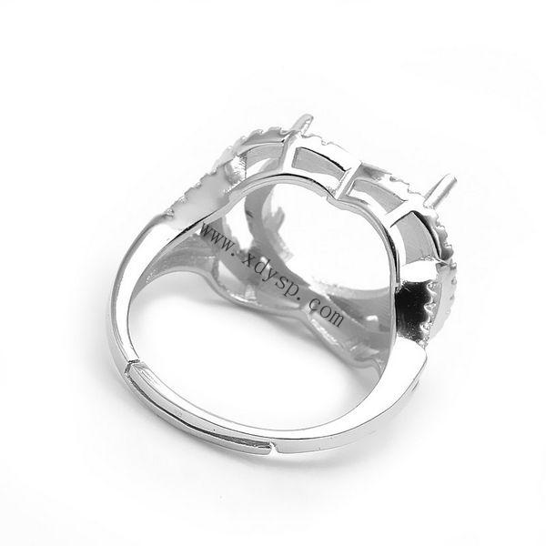 编号:P1117 名称:925银旦形戒指托活扣镀白金 材质:925银 规格:圈内直径约17mm 适用于镶嵌约13mm宝石 尺寸:圈口可调大小 重量:3.8g/个 说明: 银活动戒指托可以在空托上粘上自己喜欢的宝石。 银光身开口戒指可以随人的手指粗细来调节大小, 方便于人们购买时出现大小不合戴问题, 光身开口戒指解决了人们一直以来的购买忧虑, 深得买家们的喜爱,值得依赖!           效果图片(图片仅供参考)