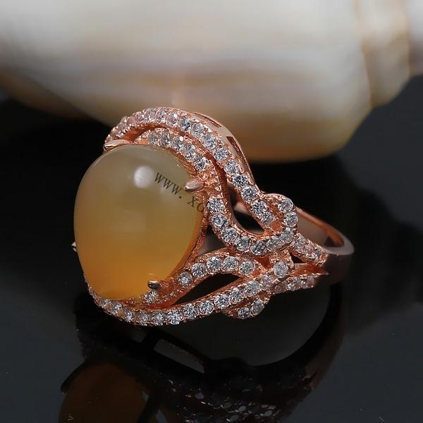 编号:P1114 名称:925纯银旦形如意开口戒指托 材质:925纯银 规格:圈内直径约16.5mm 适用于10x12mm宝石 尺寸:圈口可调大小 重量:4.7g/个 说明: 纯银活动戒指托可以在空托上粘上自己喜欢的宝石。 纯银光身开口戒指可以随人的手指粗细来调节大小, 方便于人们购买时出现大小不合戴问题, 光身开口戒指解决了人们一直以来的购买忧虑, 深得买家们的喜爱,值得依赖!            效果图片(图片仅供参考)